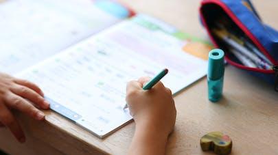 gros plan cahier de devoirs