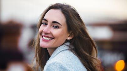 portrait femme souriante