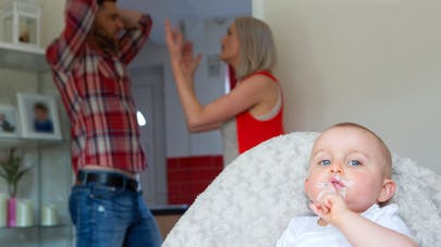 dispute couple devant bébé