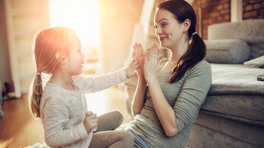 Les mères seules, plus nombreuses et plus fragiles