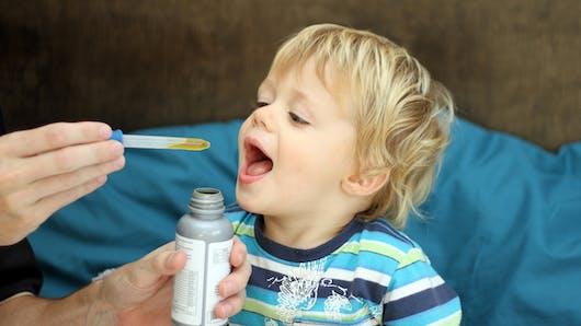 Les antibiotiques font prendre 1,5 kg aux enfants