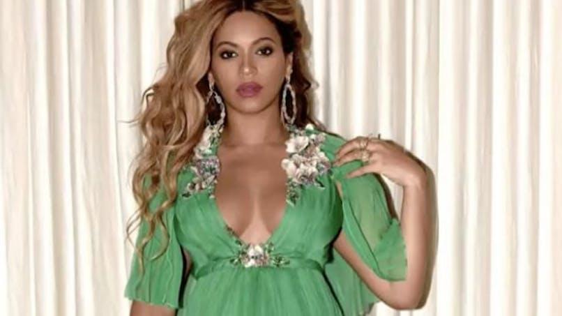 Beyoncé enceinte : la star publie de nouvelles photos sexy