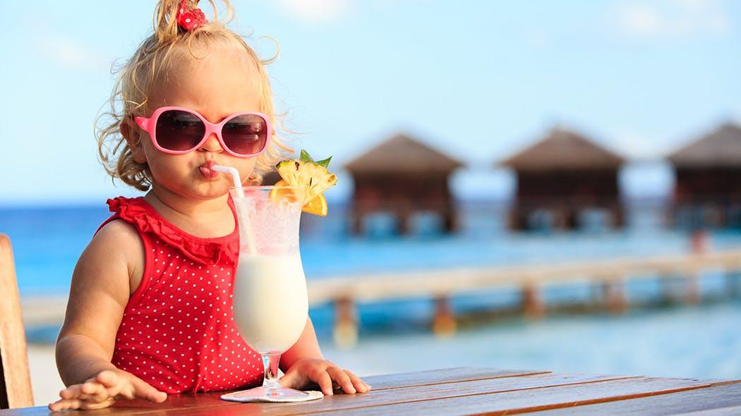 3553a66459 Quelles lunettes de soleil pour Bébé ? | PARENTS.fr