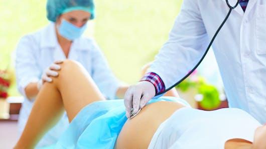 Le toucher vaginal : doit-il être systématique ?