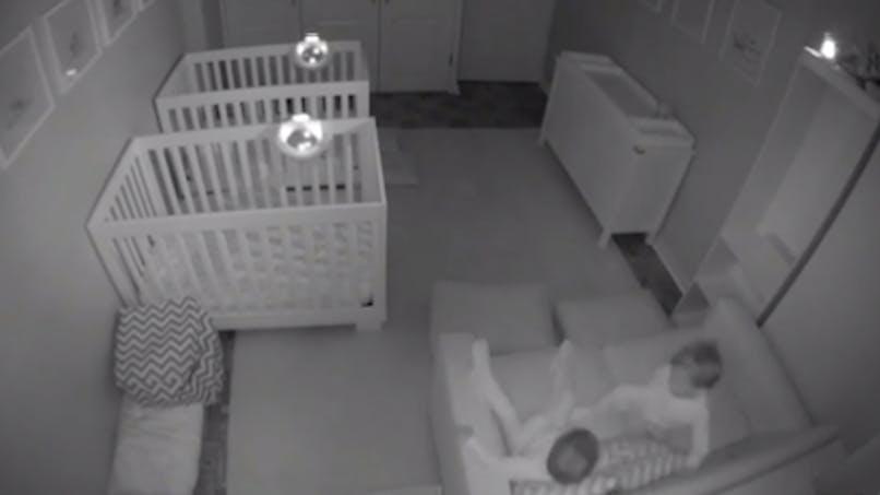 Trop drôle : la folle pyjama-party des jumeaux qui ne veulent pas dormir (VIDEO)