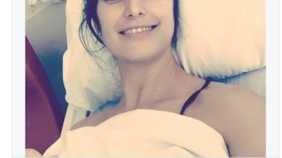 Laetitia Milot sur son lit d'hôpital