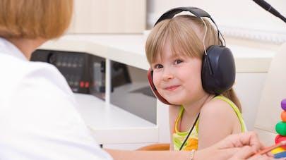 test chez médecin troubles audition enfant