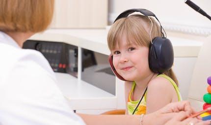 Dépister et soigner les troubles auditifs chez Bébé