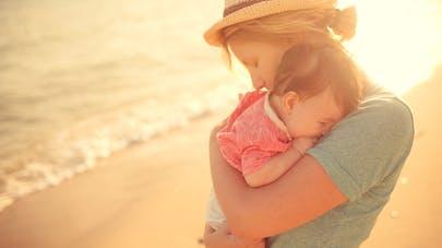b94ecc7599d2a9 A la plage, les 5 règles d or pour votre bébé   PARENTS.fr