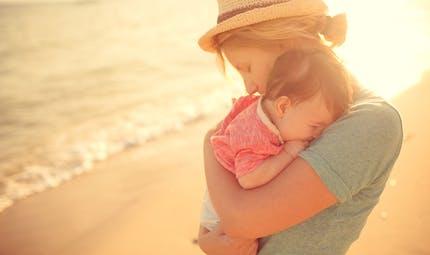 A la plage, les 5 règles d'or pour votre bébé