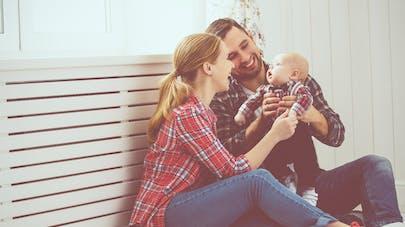 mère père et bébé