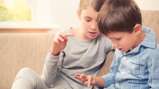 Savez-vous combien de temps votre enfant passe devant les écrans?