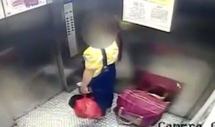 Une adolescente surprise en train de jeter son bébé à la poubelle (VIDEO)