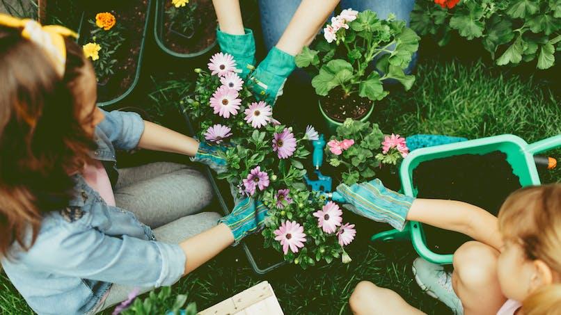 Jardiner avec son enfant: les conseils de sécuritéà suivre