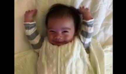 La bonne humeur de ce bébé au réveil va vous donner le sourire (VIDEO)