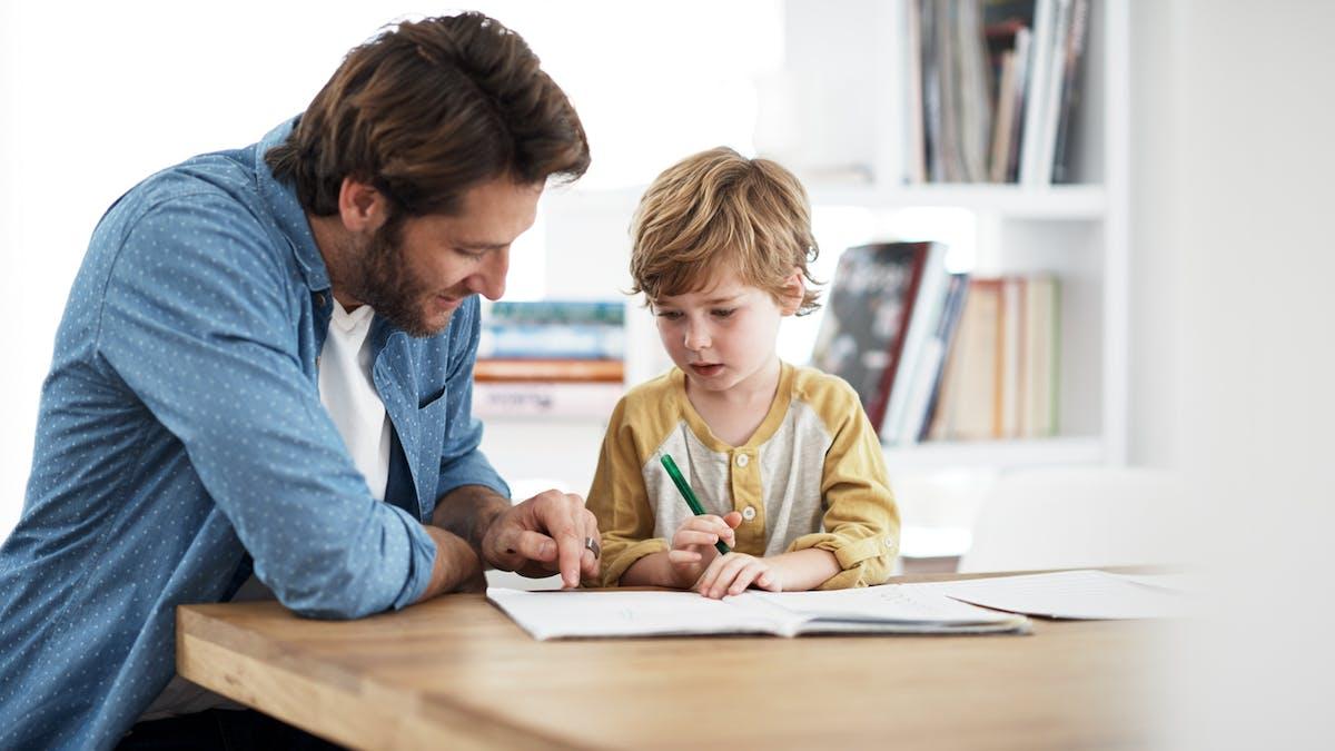 enfant et devoirs a la maison