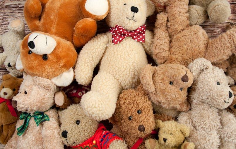 tas d'ours en peluche