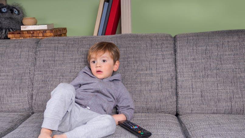 Plus un enfant regarde la télé, plus il réclame de fast-food
