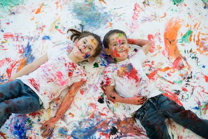 deux enfants liens de peinture