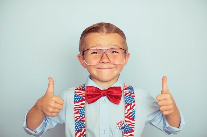 un garçon américain vote