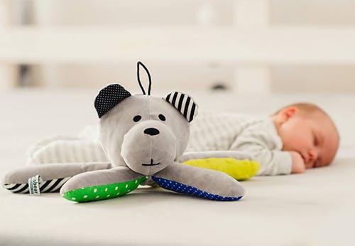 Whisbear l'ours en peluche pour endormir bébé.