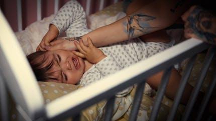 Sommeil de bébé : quand va-t-il faire ses nuits ?