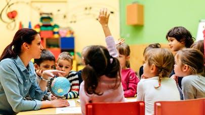 des enfants à l'école