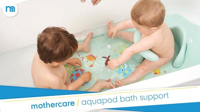 deux bébés dans le bain avec l'Aquapod