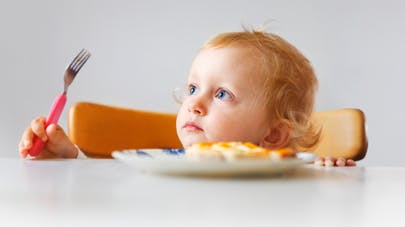 enfant à table