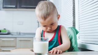 bébé qui boude son lait