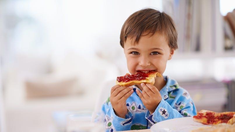 Petit déjeuner des enfants : céréales, tartines ou gâteaux  ?