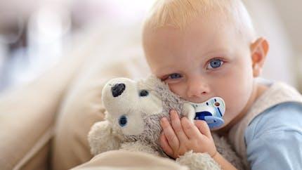 Comment nettoyer les jouets, peluches et doudous de bébé?