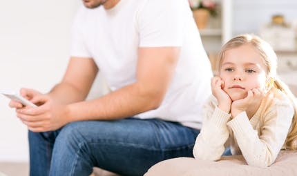 Parents accros au portable, enfants à troubles du comportement