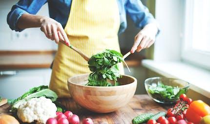 Grossesse : quels sont les aliments à éviter et à privilégier ?