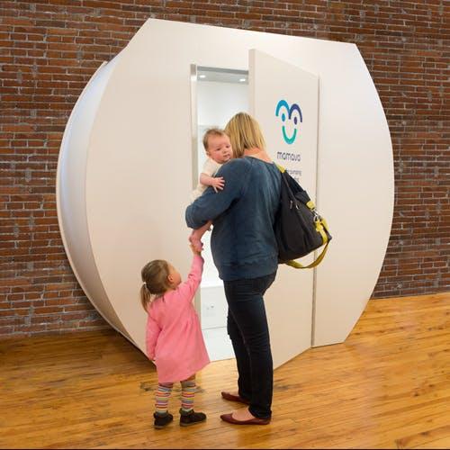 cabine mamava et maman avec enfants