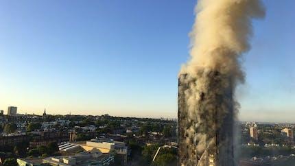 Incendie de Londres : un bébé sauvé après avoir été jeté du 9e étage (VIDEO)