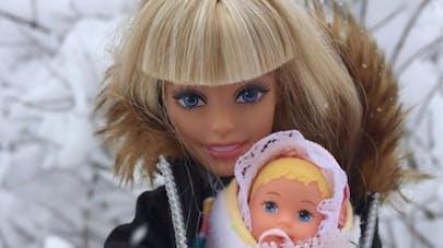 poupée Barbie et bébé