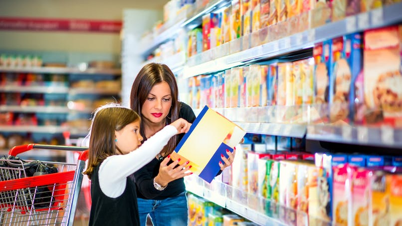 Obésité infantile: les associations de consommateurs demandent le retrait de personnages animés sur les aliments peu sains