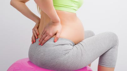 femme enceinte sur ballon