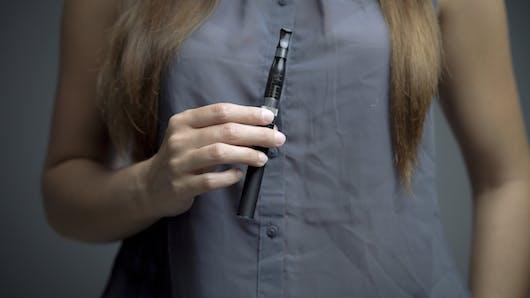 Enceinte, la e-cigarette est-elle risquée ?