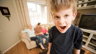 un enfant en colère