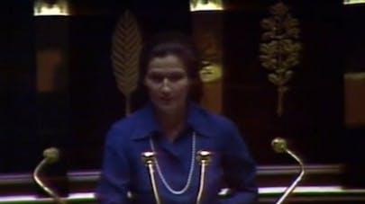 Simone Veil lors de son discours à l'Assemblée nationale