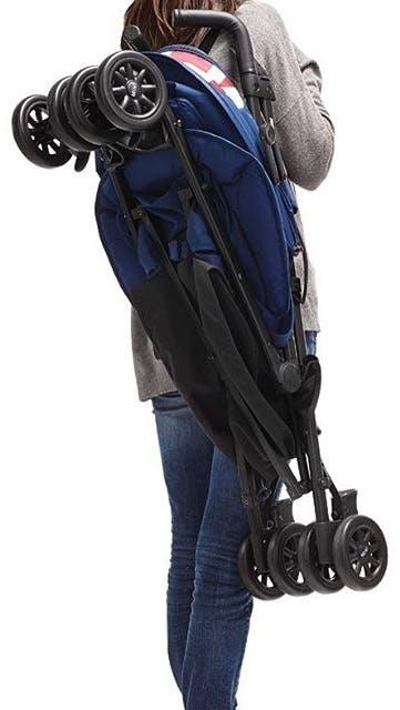 Poussette canne MINI Buggy d'Easywalker - pliage à l'épaule compact plié