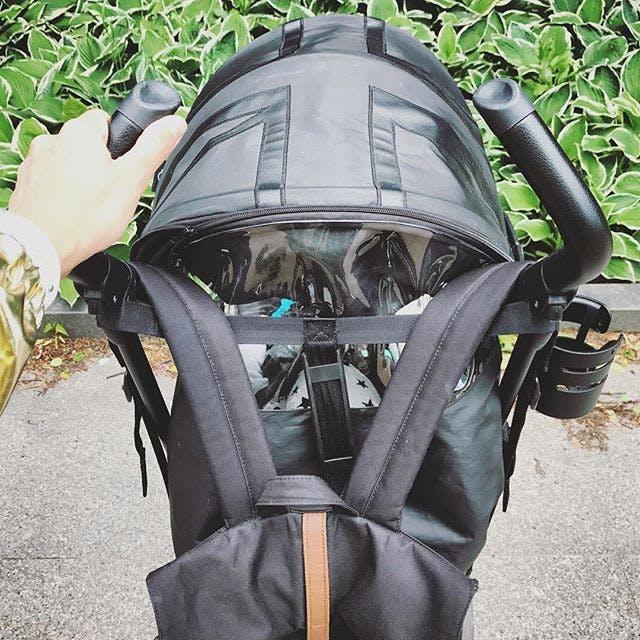 Poussette canne MINI Buggy d'Easywalker - canopy fenêtre transparente surveillance