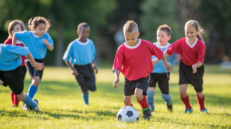 Le foot, un sport qui fortifie les os des enfants
