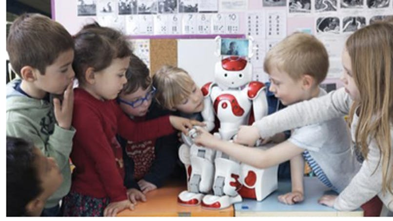 Un robot qui va en classe à la place de l'enfant malade