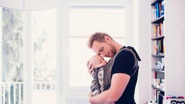 Comment bien choisir son porte-bébé