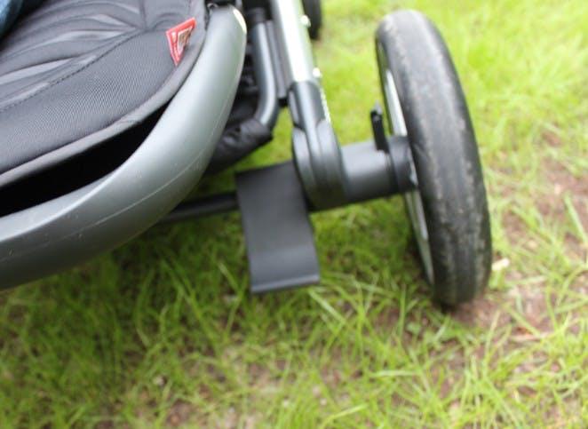 Poussette double Evolutwin de Red Castle - frein arrière parking