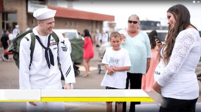 Elle dévoile sa grossesse au retour de son mari militaire, voici sa réaction ! (vidéo)