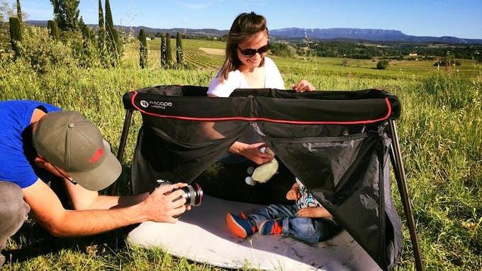 Lit de voyage Naos d'Eascape Lifestyle - ouverture triangulaire tente